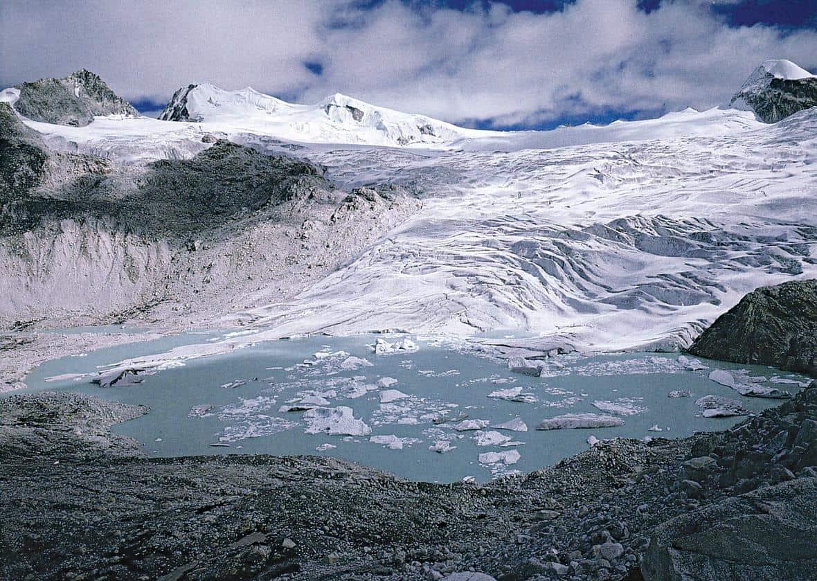 Small debris-free plateau glacier with glacier lakes at Gangrinchemzoe Pass at 5,200 m, south of the main Himalayan divide, Bhutan. Image courtesy of Shuji Iwata, Tokyo Metropolitan University, Japan. Public Domain via USGS