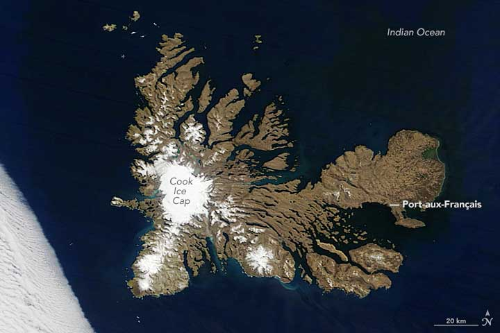 Kerguelen Islands, captured on October 28, 2016 by the the Moderate Resolution Imaging Spectroradiometer (MODIS) instrument on NASA's Terra satellite.