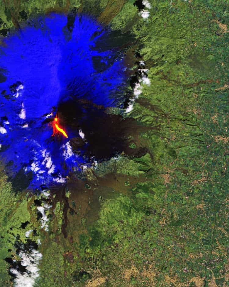 Mt. Etna eruption. Image: modified Copernicus Sentinel data (2017), processed by ESA.