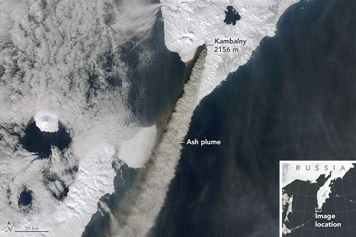 Satellite image from NASA's Terra satellite of the ash plume from Kambalny Volcano on March 25, 2017. Image: NASA.