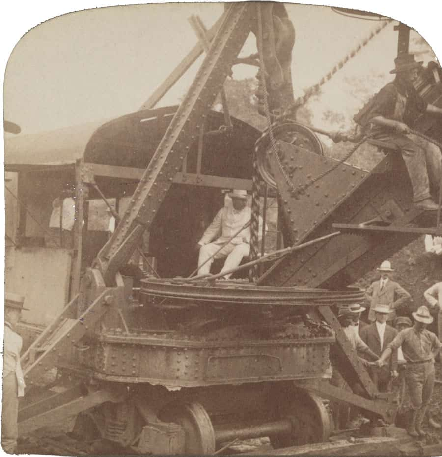 President Roosevelt running an American steam-shovel at Culebra Cut, Panama Canal, 1906.  Photo: Underwood & Underwood, publisher, Library of Congress.