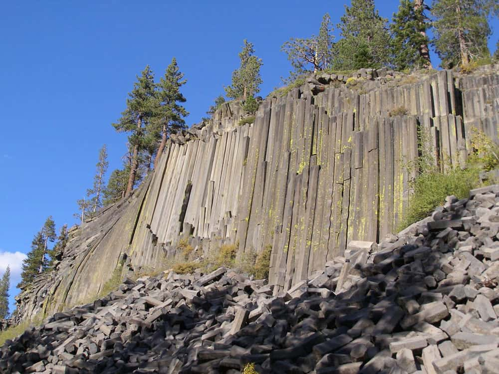 Vertical columns of basaltic volcanic rock at Devils Postpile National Monument. Photo: NPS, public domain