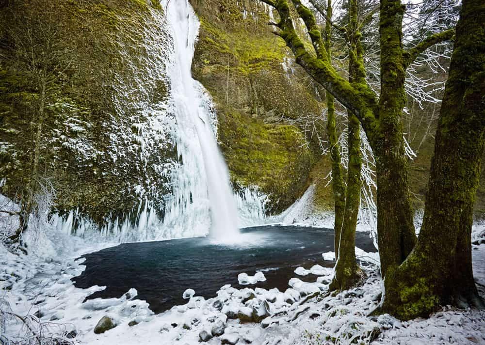 Horsetail Falls, Columbia River Gorge.  Photo: USDA, public domain