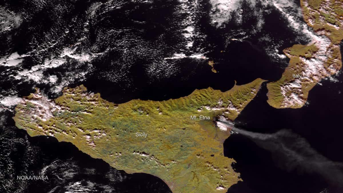 Suomi NPP satellite image of Mount Etna, December 9, 2015. Source: NOAA National Environmental Satellite, Data, and Information Service (NESDIS).