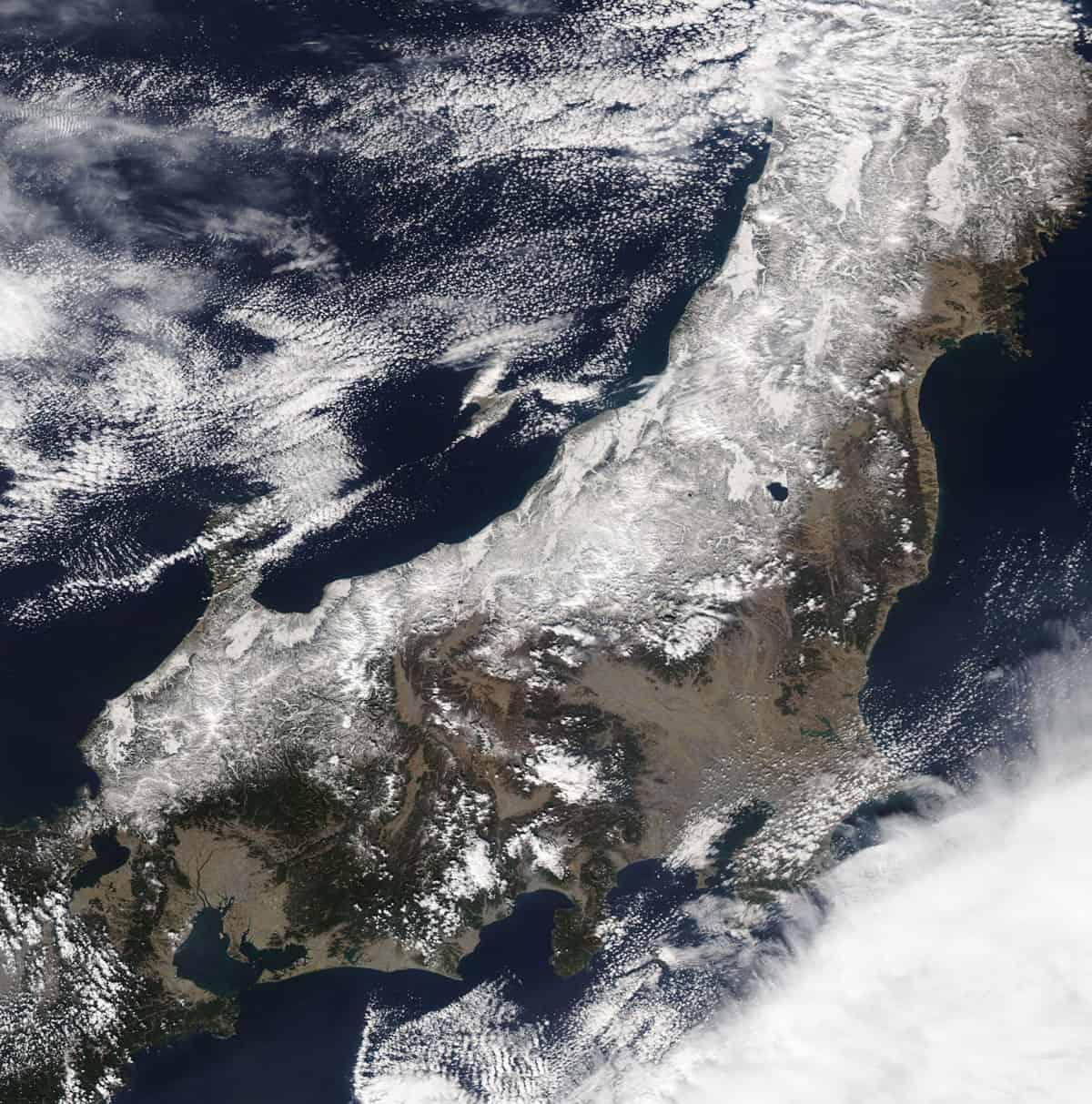 Aqua satellite image of northwestern Honshu Island covered in snow on February 26, 2018. Image; NASA.